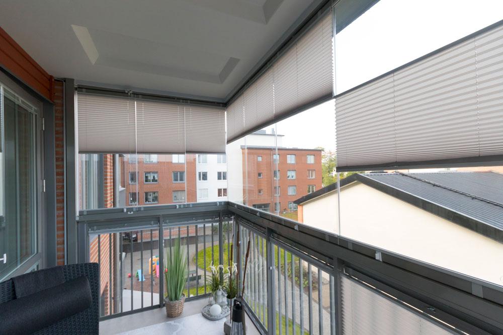 Solskydd på en inglasad balkong