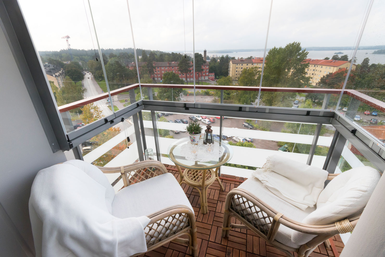 Inglasad balkong i Stockholm med utsikt över Mälaren