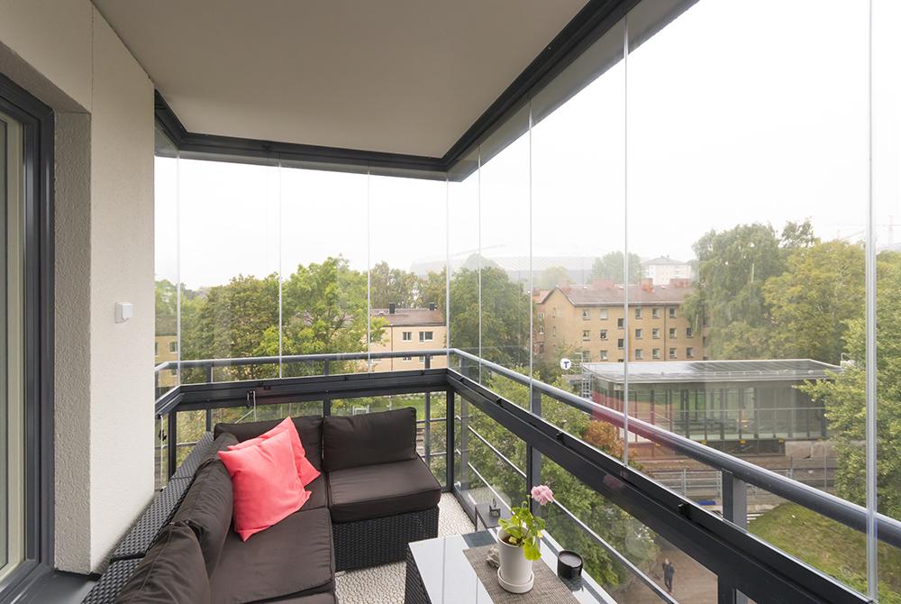 Mysig inglasad balkong